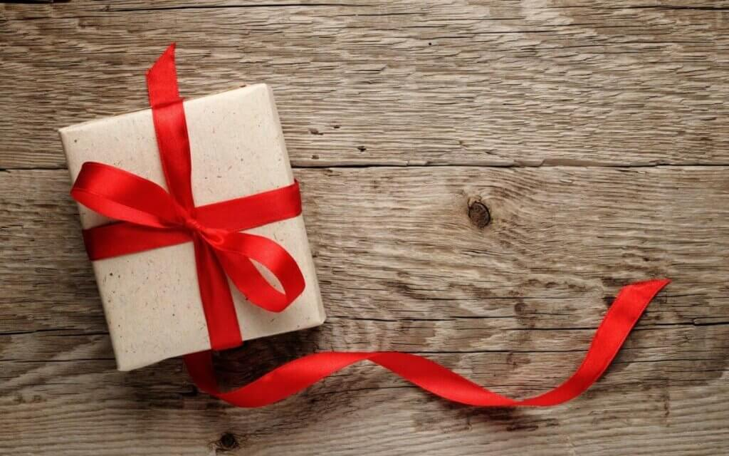 5 WAYS TO SAVE MONEY DURING THE HOLIDAYS